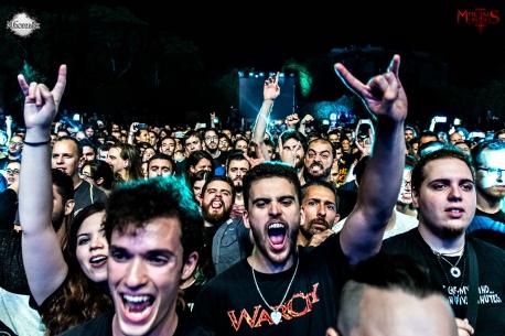 El público entregado durante el concierto de Warcry. M.González